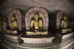 Estatuas de Buddha en el templo de la roca de Dambulla, Sri Lanka fotografía de archivo