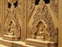 Estatuas de Buddha en la pared Fotografía de archivo