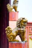 Estatuas de cerámica del león de Foo imagen de archivo libre de regalías