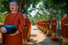Estatuas de edificios religiosos Imagenes de archivo