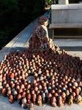 Estatuas de Jizo cerca del templo de la montaña fotos de archivo