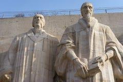 Estatuas de John Calvin y de William Farel imagen de archivo libre de regalías