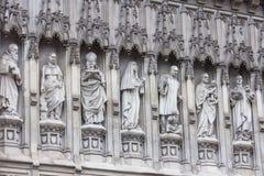 Estatuas de la abadía de Westminster que representan a los mártires del siglo XX Imagen de archivo