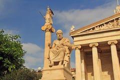 Estatuas de la academia nacional de artes en Atenas, Grecia fotos de archivo