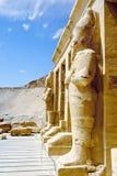 Estatuas de la reina Hatshepsut como Osiris Luxor, Egipto imagenes de archivo
