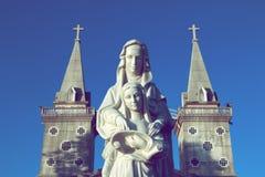 Estatuas de la Virgen María de St Ann y del niño fotografía de archivo