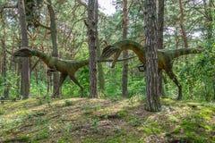 Estatuas de los dinosaurios del Dilophosaurus fotografía de archivo
