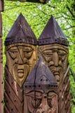 Estatuas de madera del tótem imagenes de archivo