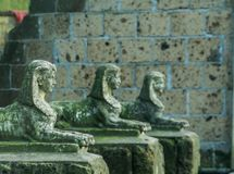 Estatuas de mirada históricas de la esfinge en una línea, un arte egipcio y una cultura imagen de archivo libre de regalías
