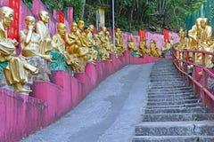 Estatuas de oro de Buda en el monasterio de Buddhas de los diez milésimos, Hong Kong Imagenes de archivo