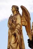 Estatuas de oro del ángel en la fuente delante de la catedral en Zagreb Fotos de archivo