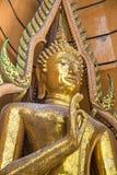 Estatuas de oro grandes de Buddha imagen de archivo libre de regalías