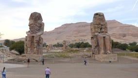 Estatuas de piedra arruinadas alto almacen de metraje de vídeo