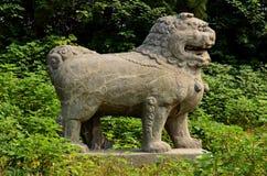 Estatuas de piedra del león - tumbas de la dinastía de canción, China Fotos de archivo
