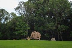 Estatuas de piedra en el jardín foto de archivo