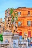 Estatuas de santos cerca de la catedral en Palermo, Italia fotos de archivo libres de regalías