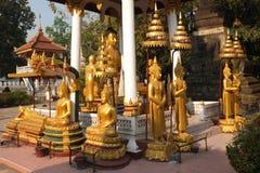 Estatuas de un templo budista. fotografía de archivo