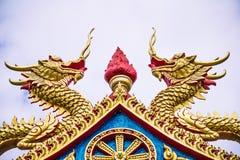 Estatuas del dragón que guardan la antorcha Foto de archivo libre de regalías