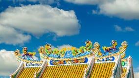 Estatuas del dragón del tejado del estilo chino y lapso de tiempo chino de los leones del arte