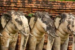 Estatuas del elefante en el parque histórico de Sukhothai, Tailandia Imágenes de archivo libres de regalías