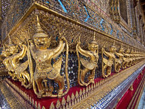 Estatuas del guarda que rodean el templo de Emerald Buddha Imagen de archivo