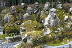 Estatuas del monje budista japonés en Sekizan Zen-en, templo japonés en Kyoto fotos de archivo libres de regalías