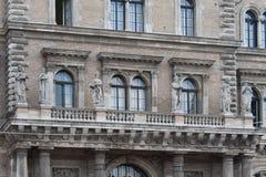 Estatuas del norte de la universidad de Corvinus Fotos de archivo