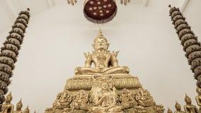 Estatuas del oro de Buda que adornan el templo budista Fotografía de archivo
