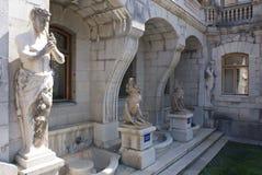 Estatuas del palacio Imagen de archivo libre de regalías