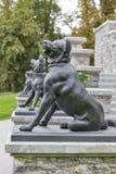 Estatuas del perro en el parque de Tivoli ljubljana Imágenes de archivo libres de regalías