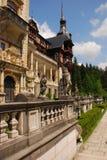Estatuas delante del castillo de Peles Fotos de archivo libres de regalías