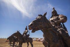 Estatuas ecuestres de guerreros de Genghis Khan fotos de archivo
