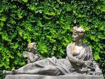 Estatuas en el castillo de Peles, Rumania imagenes de archivo