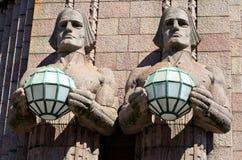 Estatuas en el ferrocarril. Helsinki, Finlandia imagen de archivo libre de regalías