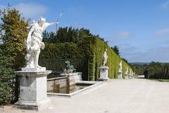 Estatuas en el jardín de Versalles imagen de archivo