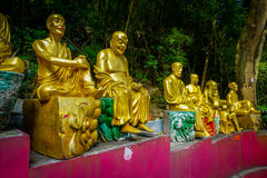 Estatuas en el monasterio de Buddhas de los diez milésimos en la lata de Sha, Hong Kong, China imagenes de archivo