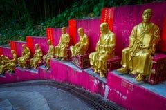 Estatuas en el monasterio de Buddhas de los diez milésimos en la lata de Sha, Hong Kong, China imagen de archivo