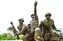 Estatuas en el museo del monumento de Guerra de Corea, Seul Foto de archivo