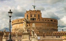 Estatuas en el puente de Castel Sant ' Ángel en Roma, Italia Imagen de archivo libre de regalías