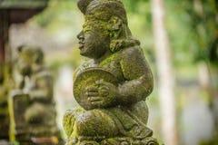 Estatuas en el templo en Bali, Indonesia de Tirta Empul fotografía de archivo