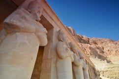 Estatuas en el templo de la reina Hatshepsut, el que Foto de archivo libre de regalías
