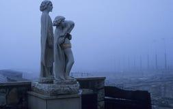 Estatuas en la niebla fotos de archivo libres de regalías