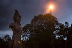Estatuas en la noche, Yatala Wehera, Tissamaharama, Sri Lanka Imágenes de archivo libres de regalías