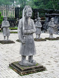 Estatuas en la tumba imperial de Khai Dinh imagen de archivo