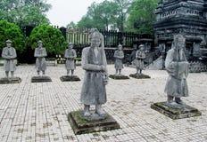 Estatuas en la tumba imperial de Khai Dinh fotografía de archivo