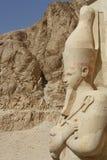 ESTATUAS EN TEMPLO EGIPCIO Imagen de archivo libre de regalías