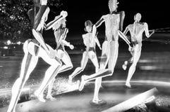 Estatuas encendidas en la noche imagen de archivo libre de regalías