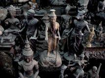 Estatuas encontradas en el callejón de Buda en Bangkok Tailandia foto de archivo
