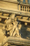 Estatuas europeas de la arquitectura en buliding imagen de archivo libre de regalías