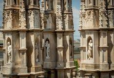 Estatuas exteriores de la decoración de Milan Cathedral Duomo di Milano, Italia foto de archivo